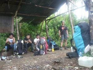 12. Tiba dan istirahat sejenak di camp 3 gumuk menthul 2330 Mdpl.