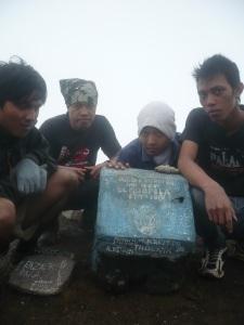 51. Tiba di puncak ke 7 - puncak triangulasi gunung merbabu 3142 Mdpl.