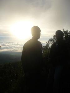 58. Sunrise dalam perjalanan menuju puncak gunung merapi.