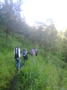6. Perjalanan menuju camp 1 pendhing.
