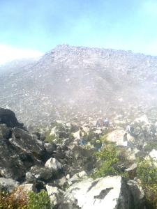 75. Menuju puncak gunung merapi - puncak garuda.