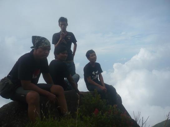 Sebelum mencapai puncak 2, pemancar (watu tulis) Gunung merbabu.