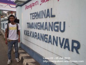 11. Tiba Di Terminal Tawangmangu